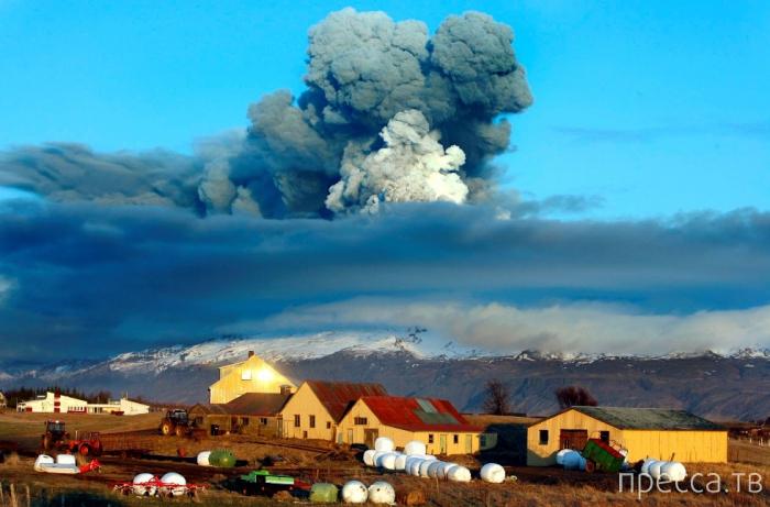 Грандиозный вулкан Эйяфьятлайокудль в Исландии (9 фото)