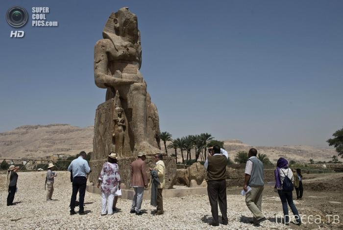 Новые статуи фараона Аменхотепа III, Египет (4 фото)