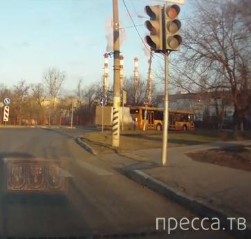 """""""Газель"""" влетела в зад рейсового автобуса... ДТП в Бирюлево, г. Москва"""