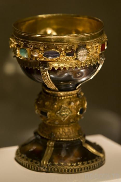 Историки нашли Святой Грааль в Леоне (6 фото)