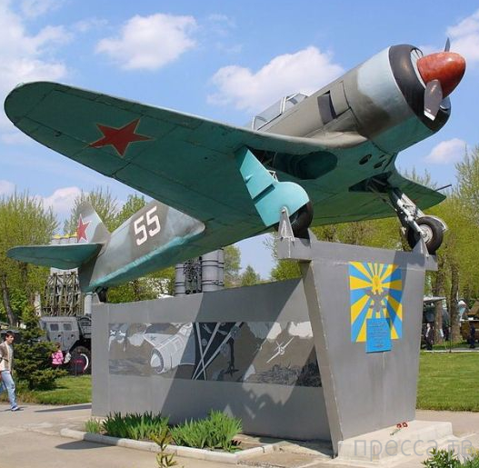 Перебежчики послевоенного периода, которым удалось угнать советские самолет (9 фото)