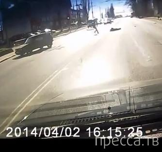 """Жесть!!! Погиб водитель мотоцикла """"Хонда"""", который на красный свет врезался на перекрестке в """"Фольксваген""""... ДТП в г. Калининград"""