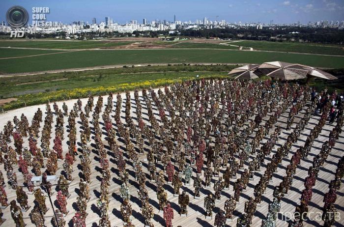 Выставка необычных работ немецкого художника Ганса-Юргена Шульта - «Trash People»  в Израиле (9 фото)