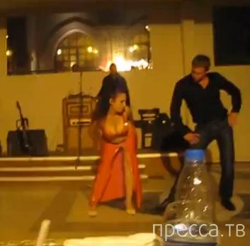 Русский турист показал восточной девушке, как надо танцевать