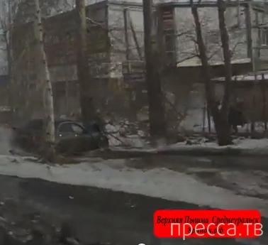 """Пьяная женщина на """"Honda Accord"""" не справилась с управлением, сбила пешехода и врезалась в дерево... ДТП в г. Верхняя Пышма"""