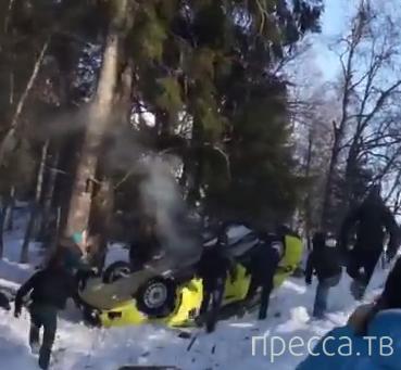 """""""Mitsubishi Lancer"""" занесло на обочину и перевернуло... ДТП на ралли """"Карелия-2014"""""""