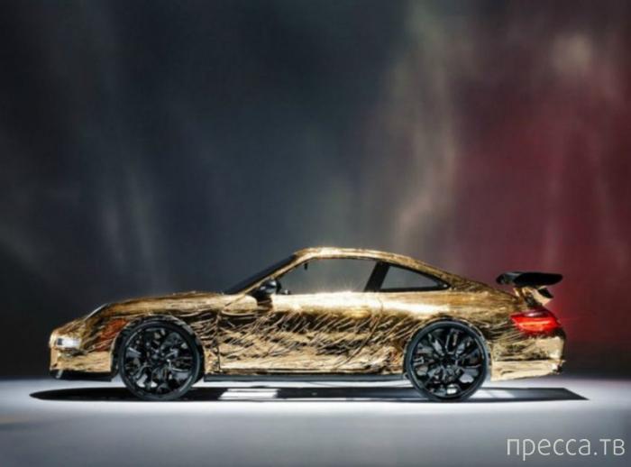 Креативный Porsche Ferdinand 911 GT3 из пластиковых труб, картона и фольги (18 фото)