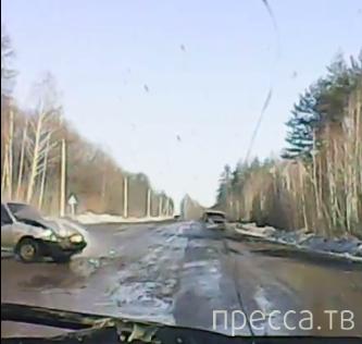 Обгонял обгоняющего и не проскочил... ДТП в Приморском крае