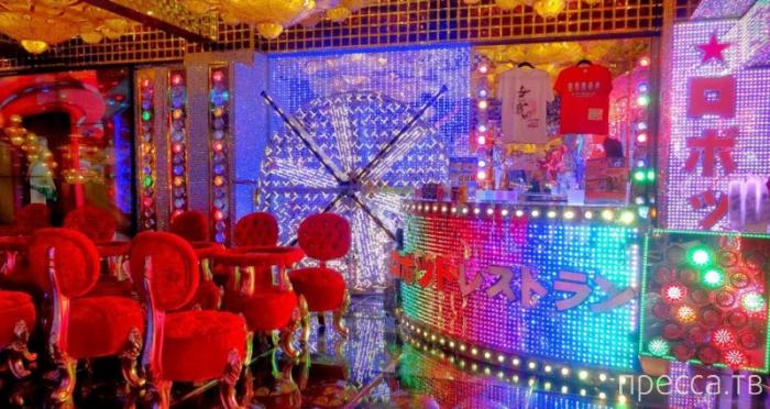 """Кабаре женщин-роботов в ресторане """"Кабукичо"""", Токио, Япония (6 фото)"""