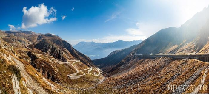 Волшебный пейзаж перевала Сен-Готард в швейцарских Альпах (8 фото)
