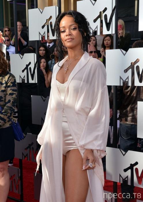 Рианна в наряде от Ульяны Сергеенко на MTV Movie Awards 2014 (9 фото)