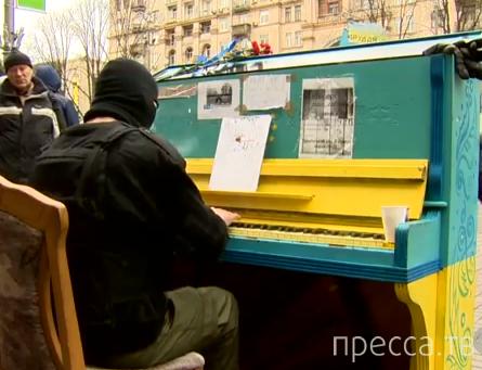 Украинский ниндзя играет на фортепиано...