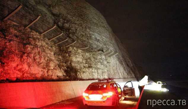 """На автомобиле """"Ford Focus"""" упал со скалы и остался жив - чудесное спасение в Сассексе (9 фото)"""