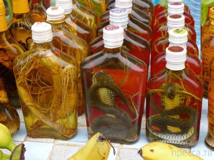 Змеиное вино - экзотический напиток не для слабонервных (10 фото)