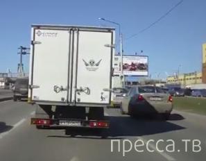 """Водитель """"Газели"""" решил немного поучить... Разборки на ул. Благодатная, г. Санкт-Петербург"""