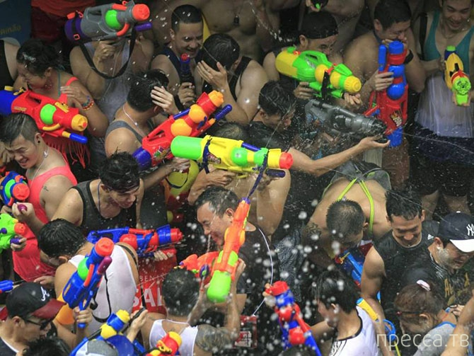 Новый Год -  Фестиваль воды Сонгкран (11 фото)