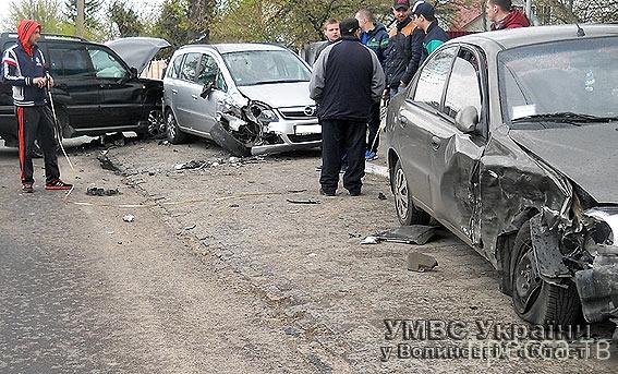 """Пьяный водитель """"Lexus"""" допустил столкновение с двумя припаркованными машинами... ДТП в г. Ковель, Волынской области, Украина"""