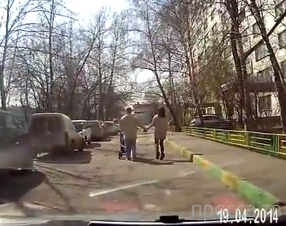 На дороге пьяные с ребеночком...