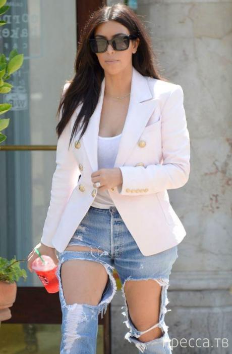 Ким Кардашьян удивила своим нарядом поклонников (9 фото)