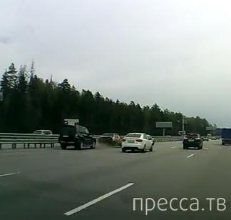 """Водитель """"Bentley"""" хотел проучить водителя """"ВАЗ-21099""""... ДТП на Новорижском шоссе, г. Москва"""