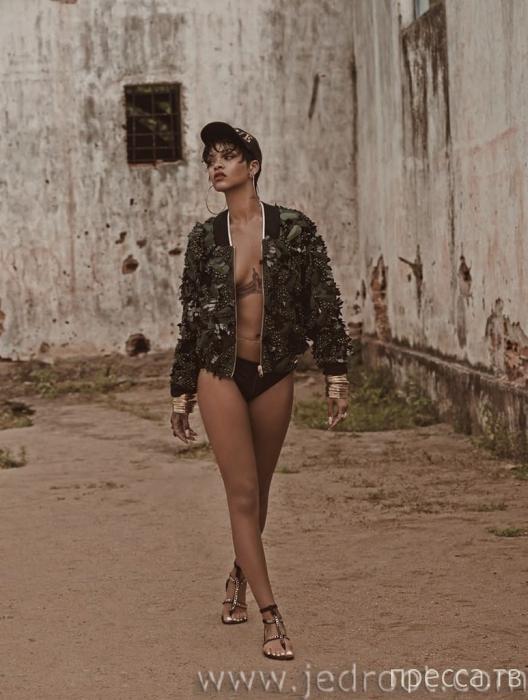 Барбадосская поп-звезда Рианна отправилась на баскетбольный матч  без бюстгальтера (9 фото + бонус)