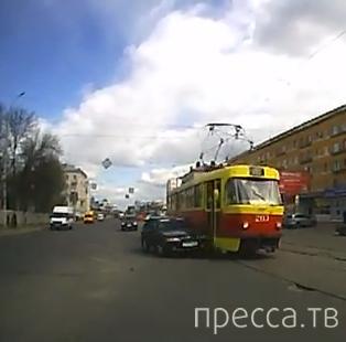 Повернул, не глядя, и поцеловал трамвай... ДТП в г. Тверь