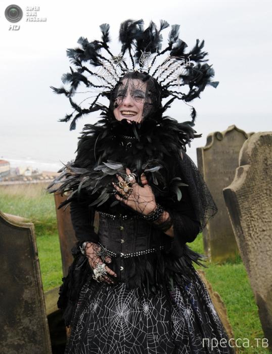 Готический фестиваль Whitby Gothic Weekend в английском городке Уитби (11 фото)