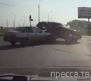 Джип летел на красный... ДТП на пересечении улиц Конева-Ватутина, г. Омск