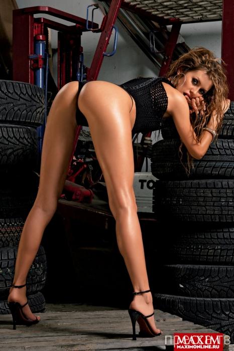 Экс-участница «Дома-2» Виктория Боня в журнале Maxim (5 фото)