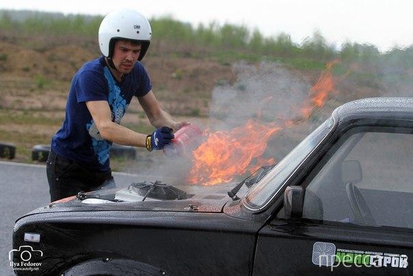 Мотор заглох и машина загорелась... ДТП на клубной гонке