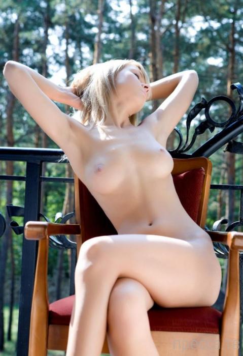 Миленькая стройная девушка с красивыми сисями (11 фото)