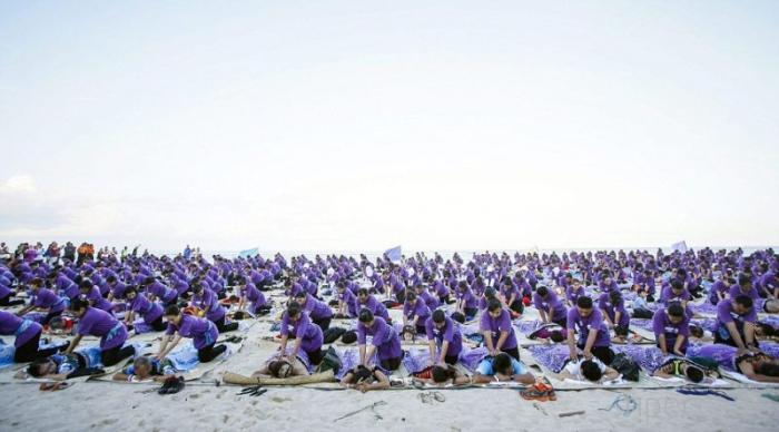 Одновременный массаж для 1000 клиентов, Индонезия (6 фото)