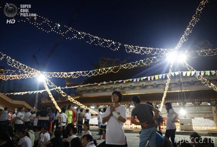 Весака - праздник, символизирующий День рождения, просветления и ухода Гаутамы Будды (14 фото)
