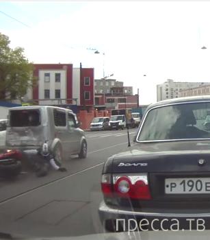 Мотоциклист на полном ходу врезался в автомобиль... ДТП на пересечении улиц Херсонская-Херсонский проезд, г. Санкт-Петербург
