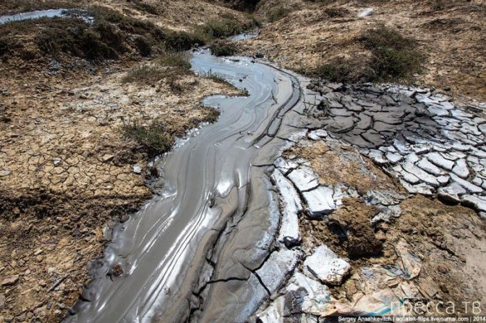 Семь грязевых вулканов в Крыму (20 фото)