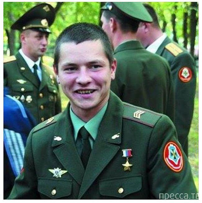 Сергей Мельников - самый молодой Герой России (2 фото)