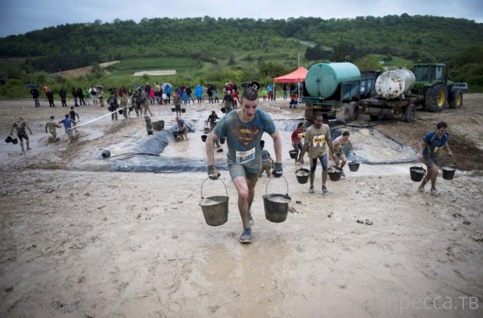 """""""День грязного вызова"""" - праздник грязи во Франции (20 фото)"""