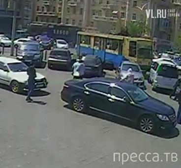 Трамвай сошел с рельсов... ДТП на площади Луговая, г. Владивосток