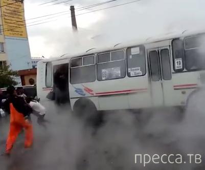 Прорыв теплотрассы и кипящая вода в салоне автобуса... ДТП в г. Красноярск