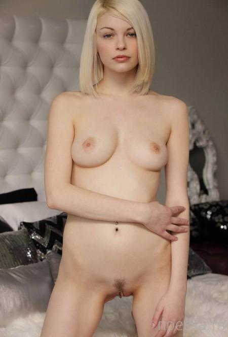 Нежная, красивая блондинка (12 фото)