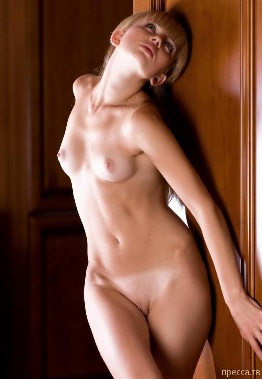 Миленькая блондинка с красивым загаром (11 фото)