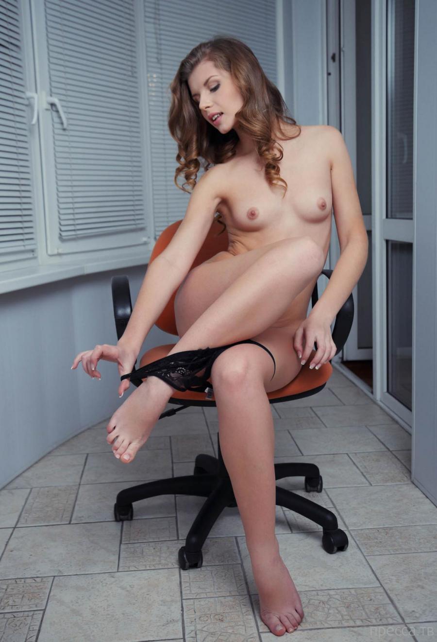 Красивая девушка с маленькой грудью (11 фото)