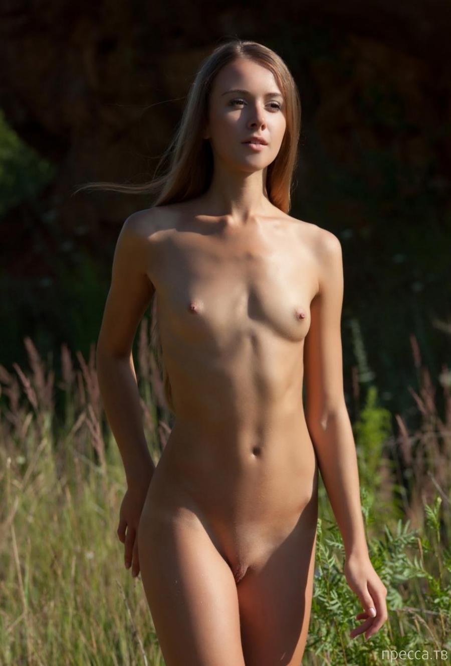Стройная красавица с маленькими сисями (11 фото)