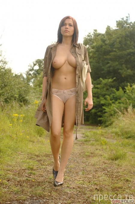 Миленькая девушка с большой красивой грудью (12 фото)