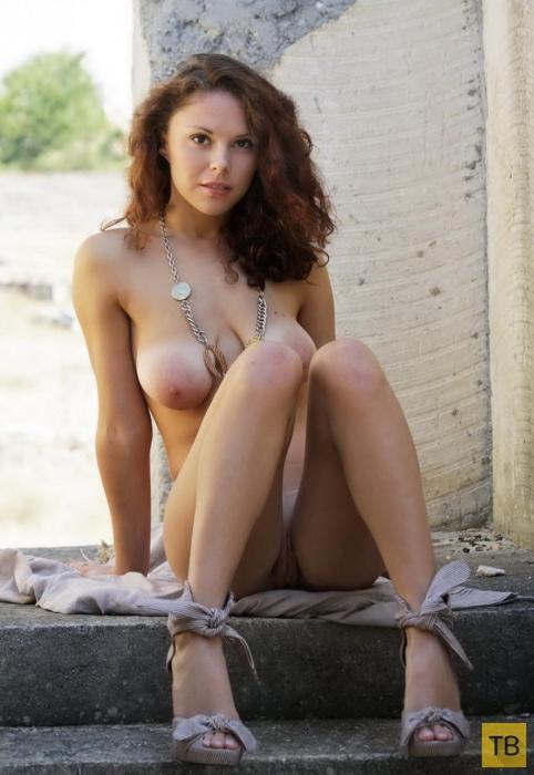 Кареглазая красавица с большой грудью (11 фото)