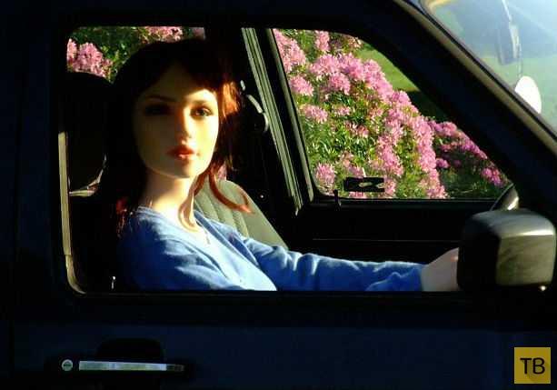 Резиновая женщина продаёт машину на eBay (7 фото)