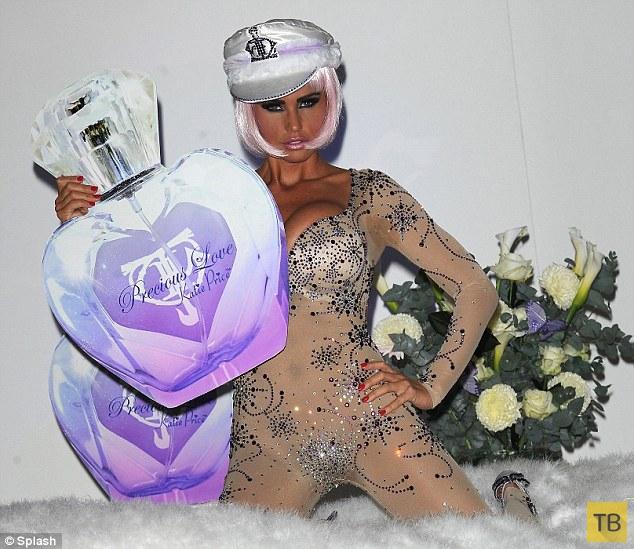 Скандальная британская модель Кэти «Джордан» Прайс поразила нарядом «вырвиглаз» и пышным бюстом (18 фото)
