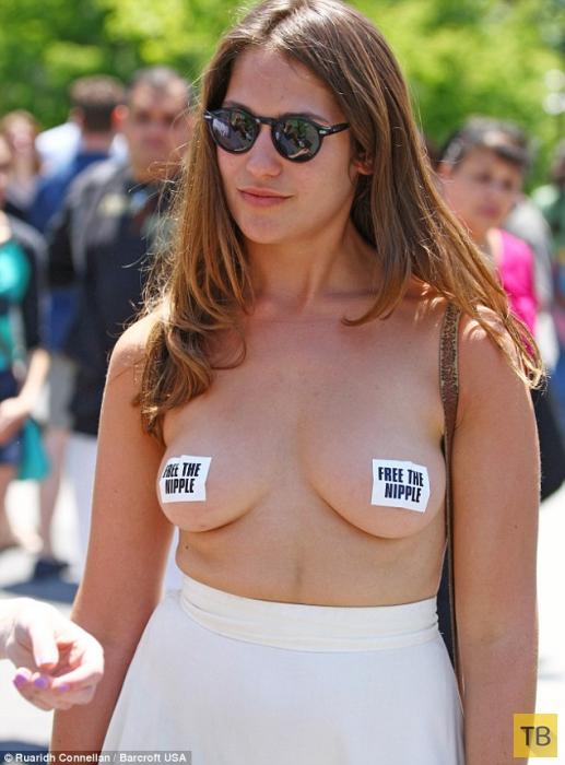 Полуобнаженный протест против цензуры в интернете (8 фото + видео)