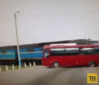 Жесть!!! Пять человек погибли, 14 ранены... Пассажирский автобус столкнулся с грузовым поездом. Поронайский район, Сахалин