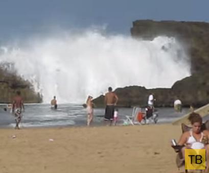 Крутой боян: Огромные волны на пляже в Пуэрто-Рико